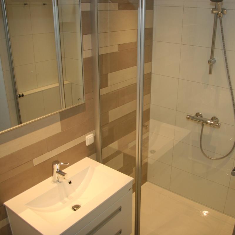 Lekker uitwaaien op ameland appartement voor 5 personen foto 39 s - Badkamer foto met douche ...