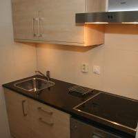 Küche mit Ofen, Mikrowelle, Geschirrspüler etc.